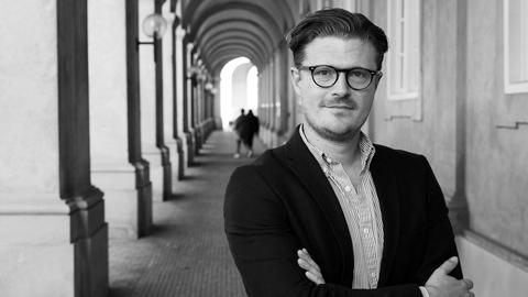 I sin bog om 'Værdikæmperne' har Esben Schjørring beskrevet den borgerlige værdikamp i årene 2001-2011. Det er på den baggrund, Kontrast spørger ind til det nye og sværere årti. Forfatterfoto fra Gyldendal.