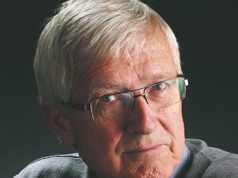 Michael Böss (f. 1952) er dr.phil., historiker og lektor emeritus ved Aarhus Universitet. Han  har bl.a. udgivet Republikken Danmark (2011), Det demente samfund (2014) og Det  digitale massemenneske (2019). Foto: Poul Ib Henriksen / Gads Forlag