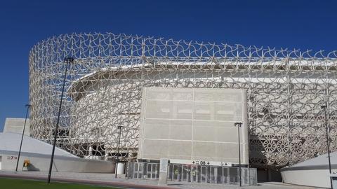 Tusindvis af udenlandske arbejdere har betalt med deres liv for Qatars nye fodboldstadioner. (Foto: Mohaguru via Wikimedia Commons)