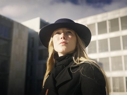 Lektor Marianne Stidsen er første gæst i Cilles Sorte Skole.
